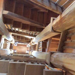 <p>階段の先には枕崎一体を360度パノラマで見渡せる望楼があります。</p> <p>天気のいい日には屋久島あたりまで見えることがあります。</p> <p>&nbsp;</p>