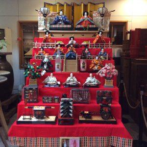 <p>3月3日の雛祭りに向けて、明治蔵にも雛人形が設置されました。是非見にいらしてください!</p>